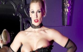 deutsche Sexvideo   - Stylisches Fickvideo mit rothaariger Hure